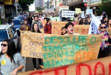 Centenas de pessoas participaram do ato público - foto Marcos Labanca-APP
