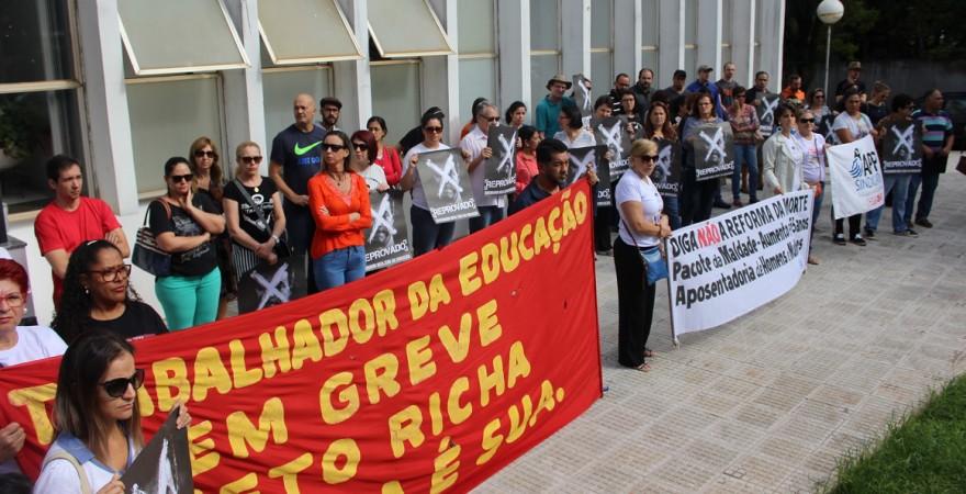 Foz e Medianeira: trabalhadores protestam em frente ao INSS contra a reforma da Previdência