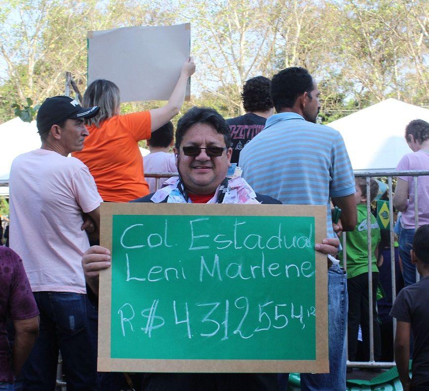 Protesto denunciou o valor milionário pago por obras que não saíram do alicerce