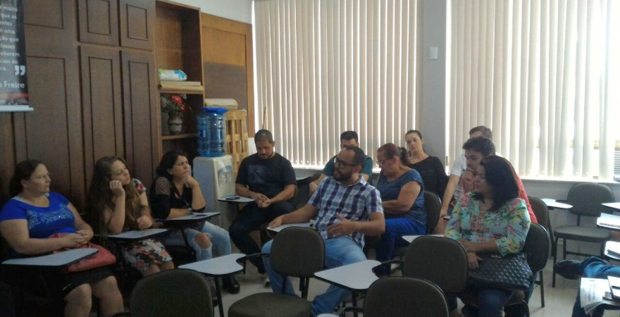 Professores/as e agentes PSS mobilizados contra a redução de salários e cortes de direitos