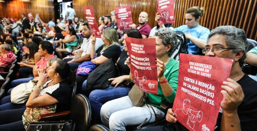 Em dia de protesto, Richa e Cida Borghetti não aparecem na ALEP