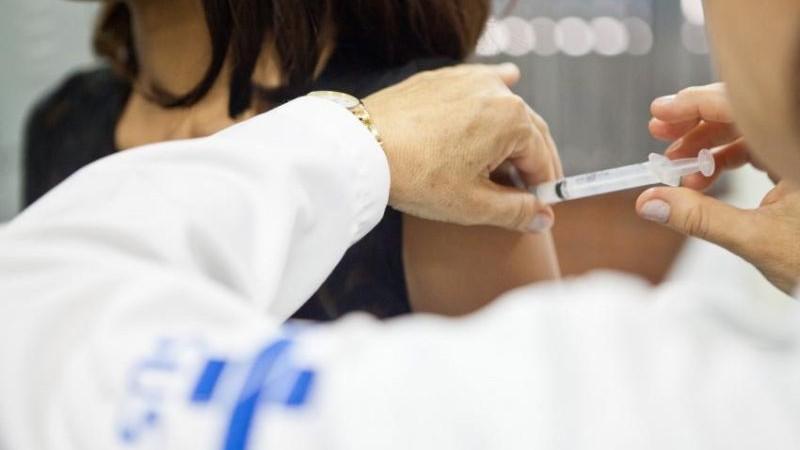 Professores/as e funcionários/as devem fazer vacina contra gripe até sexta