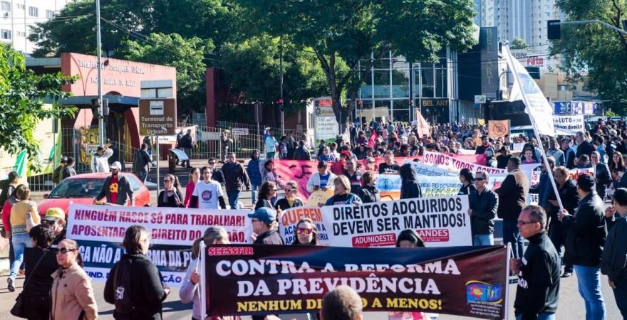 Dia 22 de março em Foz: o povo na rua para defender a aposentadoria