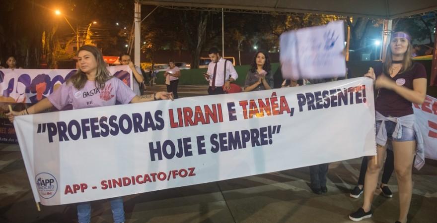 Marcha das Mulheres em Foz homenageou as professoras Tanea e Lirani