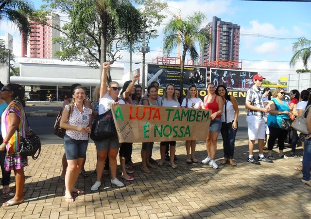5 - Trabalhadores da educação mostram força em Foz do Iguaçu