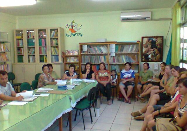 Direção do Núcleo Sindical de Foz do Iguaçu se reuniu com representantes dos professores municipais de Itaipulândia e Serranópolis do Iguaçu