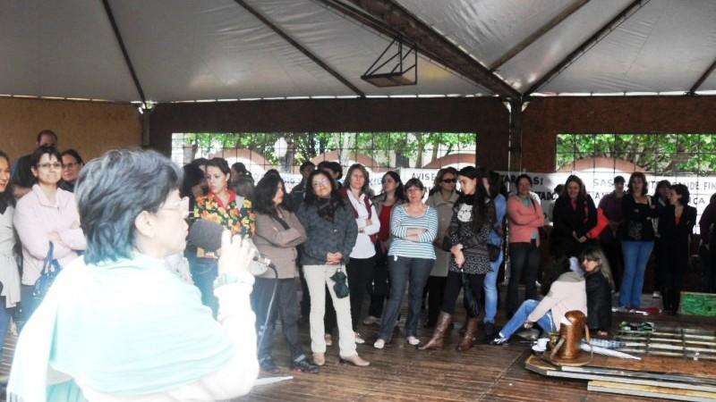 Trabalhadores da educação protestam em Foz do Iguaçu -  Foto Marcelo Niclevicz