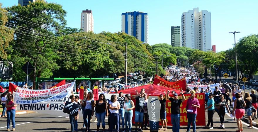Educadores(as) de Foz e região: 29 de abril vamos parar!
