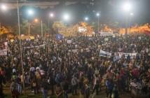 Cerca de 6 mil pessoas participaram da manifestação em defesa da educação, em Foz - foto Marcos Labanca