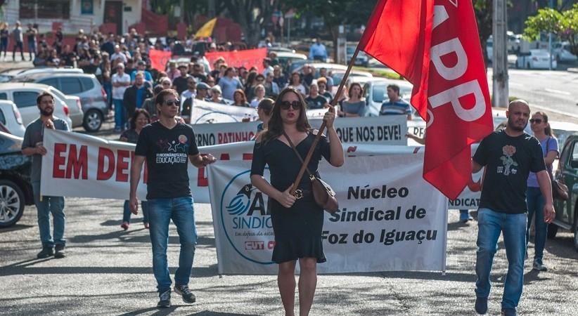 9 ataques do Governo Ratinho Junior contra a educação e os(as) educadores(as). Vamos à luta?