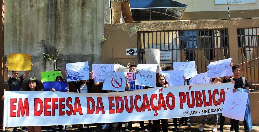 Nas escolas e nas ruas, estudantes se mobilizam contra o desmonte do ensino público do Paraná
