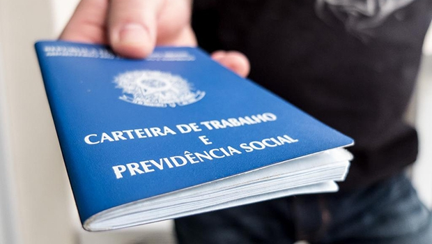 Covid-19: Governo Bolsonaro cobra do(a) trabalhador(a) o custo da crise