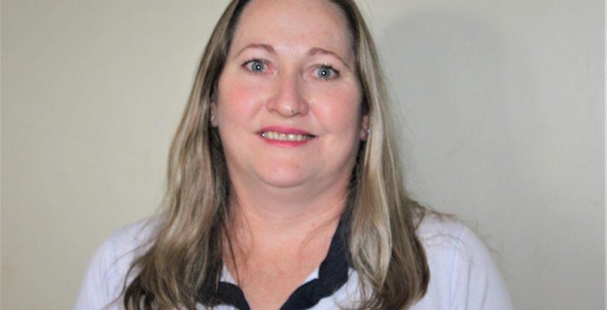 Educadora de Missal é destaque em campanha estadual de valorização do(a) funcionário(a) de escola
